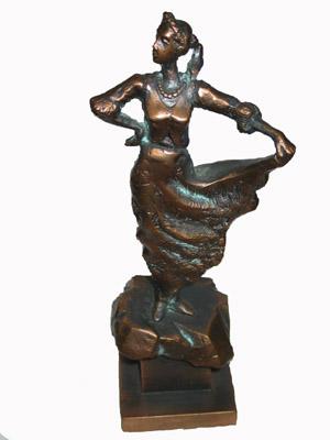 Statuetka Karolinki 3.jpeg